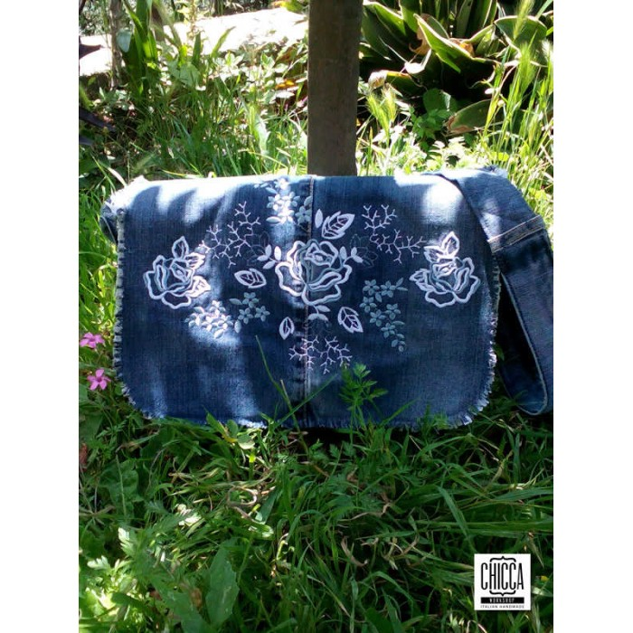 Roses Messenger Bag